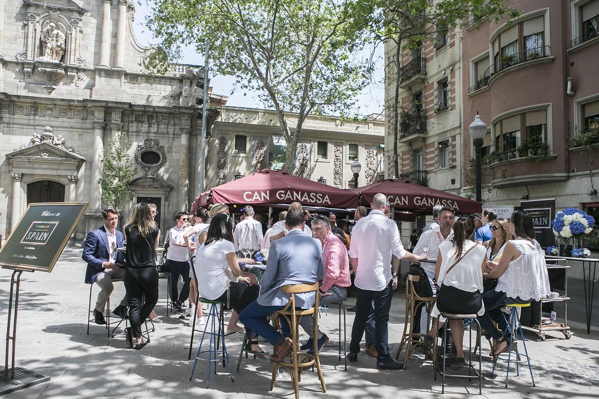 The social gastronomy of tapas.