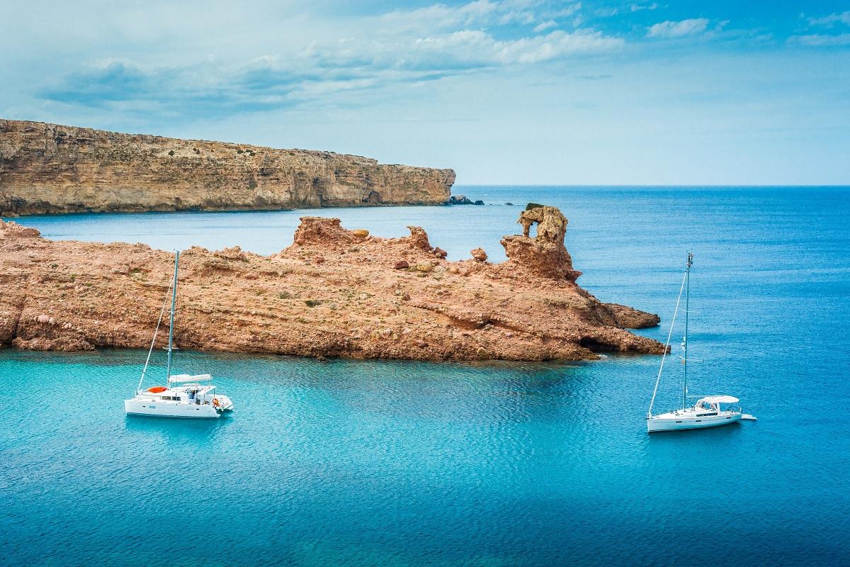 Secret mooring spots in Menorca