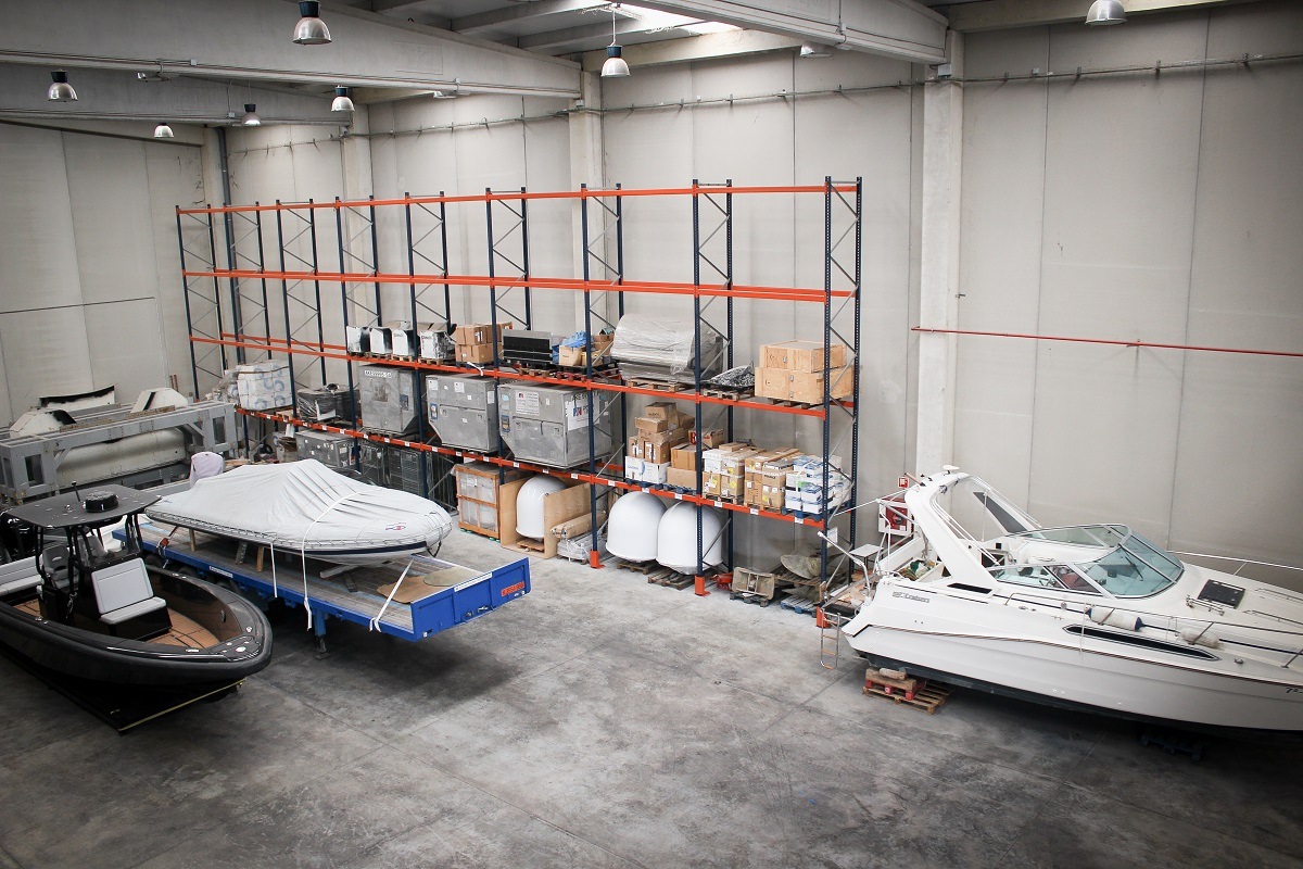 Effective solutions for crew and captain's storage and transportation.